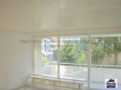 1 Wohnzimmer mit Balkon
