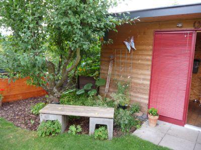 Gartenhaus mit Sitzplatz