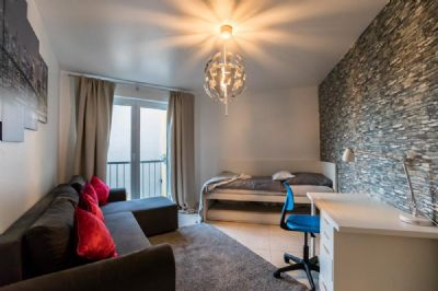 exklusives reihenhaus in traumhafter lage frankfurter. Black Bedroom Furniture Sets. Home Design Ideas