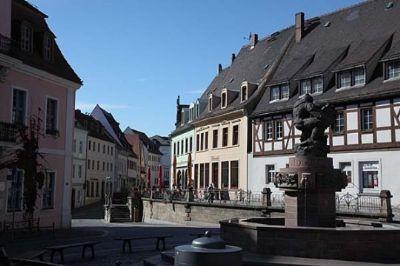 wurzen-marktplatz-mit-ringelna