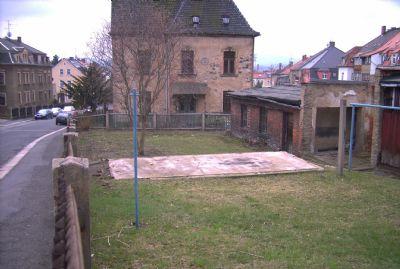 Garten mit Schuppengebäude