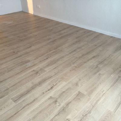 moderner pflegeleichter Fußbodenbelag