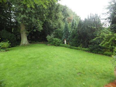 Gartenidyll mit altem Baumbestand