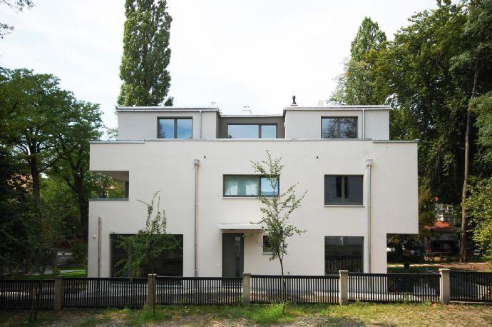 3 zimmer wohnung mit gro em balkon abstellraum und g ste wc etagenwohnung dresden 2b4w94s. Black Bedroom Furniture Sets. Home Design Ideas