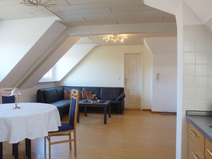 Moderne, geschmackvolle möblierte Dachgeschosswohnung im 2 ...