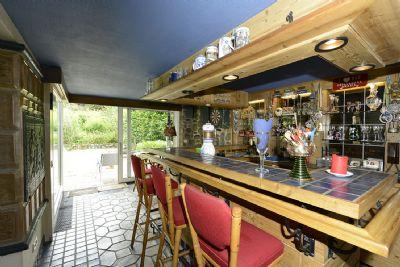 Untergeschoss, Bar