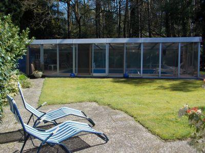 die zweite Terrasse mit Blick zum Pool