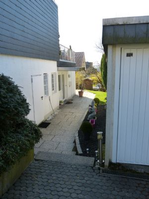 Nordwestseite Eingang UG Wohnung mit Garage
