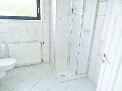 Duschbad im Hangbereich