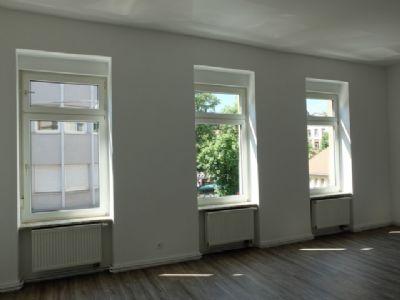 Komplett sanierte helle 4-Zimmer Wohnung am Wilhelmsplatz in Offenbach