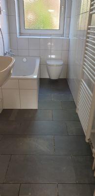 Pinneberg - Ruhige Lage - Neues Bad - Renovierungsbedürftige 2,5 Zimmer Wohnung