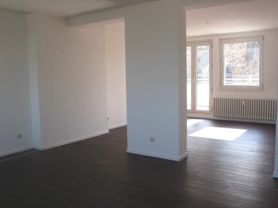 Großzügig geschnittene Wohnung mit 2 Balkonen, Provisionsfrei !