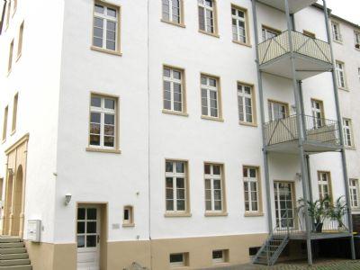 frisch restaurierte Hofseite