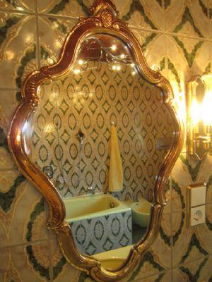Bad - mit Wanne, Dusche, Doppelwaschbecken, Bidet