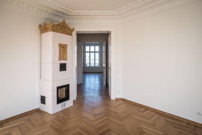 Wohnzimmer mit historischem Kamin