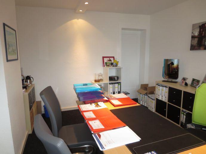 kleines b ro im sehr gepflegtem altbau und in frankfurt am main 775e1863. Black Bedroom Furniture Sets. Home Design Ideas