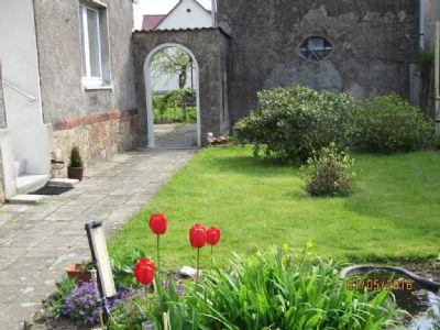 Teil des Vorgartens (2)