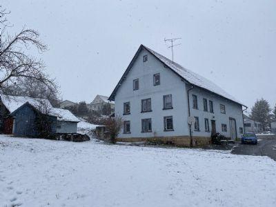 grosses Grundstück mit Bauernhaus und Bauplatz in Grenznähe zur Schweiz.