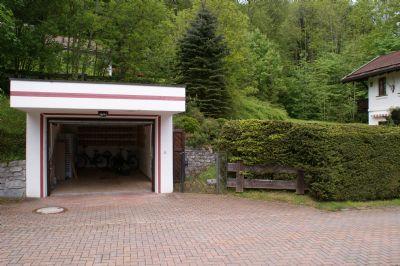 Garage mit Garteneingang