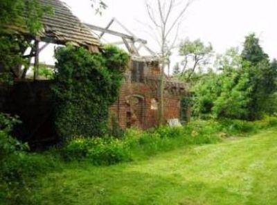 Blick 1 auf die ehemaligen Stallanlagen