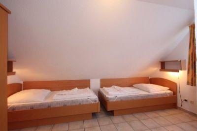 Schlafzimmer getrennte Betten 1.OG