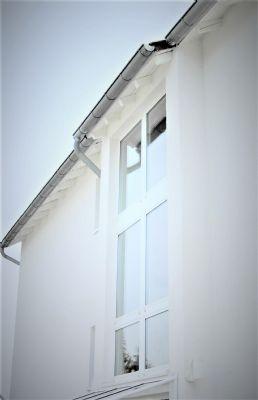 Moderne, möblierte 4-Zimmer-Wohnung mit Einbauküche & Balkon mitten im RMV-Gebiet von privat