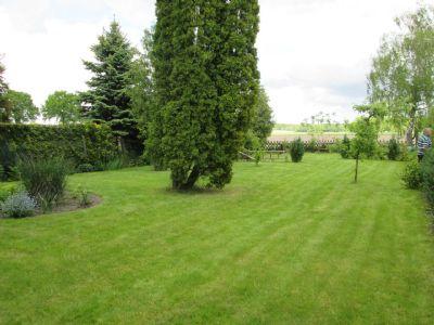 der Garten mit unverbaubarem Blick auf die Göhrde