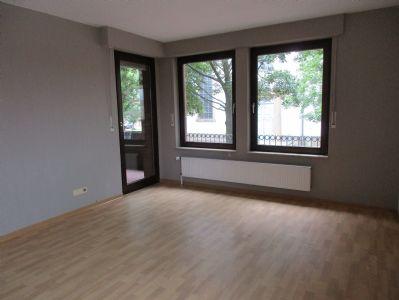 zentrum sch ne 2 zkb ebk balkon und kellerraum wohnung. Black Bedroom Furniture Sets. Home Design Ideas