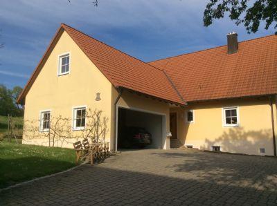 Einfahrt + Garage