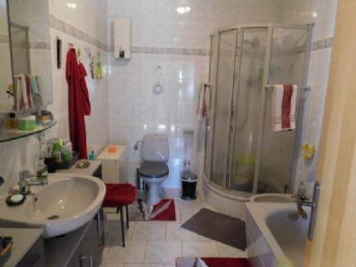 Dielenblick ins Dusch- und Wannenbad