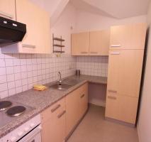 Küchenansicht mit Einbauküche