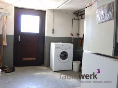 Waschküche mit Heizungsanlage