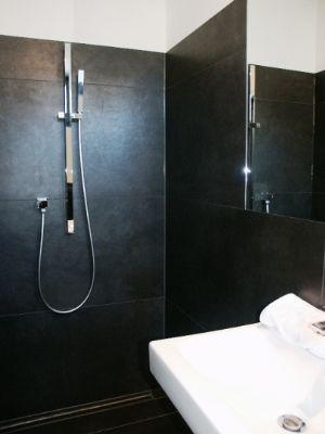 Gäste-WC mit Dusche EG