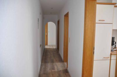 freistehendes haus mit einliegerwohnung garage 900qm grund nilkheim einfamilienhaus. Black Bedroom Furniture Sets. Home Design Ideas