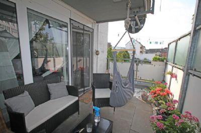 immobilienpaket bestehend aus 2 wohnungen und 5 pkw stellpl tzen in zentraler stadtlage von. Black Bedroom Furniture Sets. Home Design Ideas