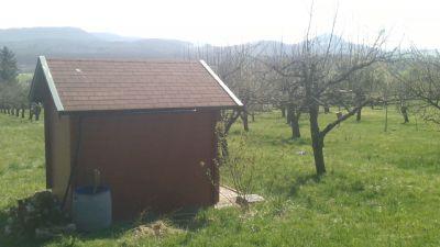 Hier können Sie Ruhe tanken und Entspannen: Grundstück mit schönem Obstbaumbestand und Hütte und schönem Blick!