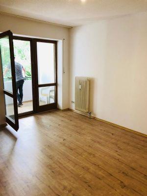 Provisionsfei! Schönes 1,5 Zi- Appartment mit Balkon& Blick in's Grüne, Zentral gelegen, Stellplatz - renoviert!