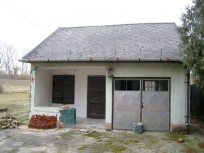 wh07 17 wohnhaus mit garten und garage zu verkaufen. Black Bedroom Furniture Sets. Home Design Ideas