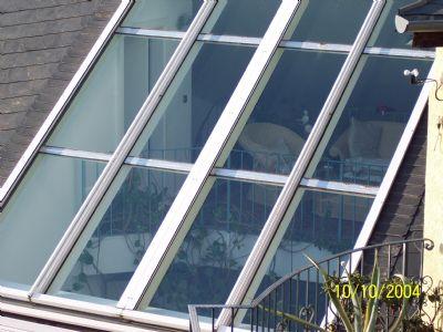 Panoramafenster mit automatischem Sonnenschutz