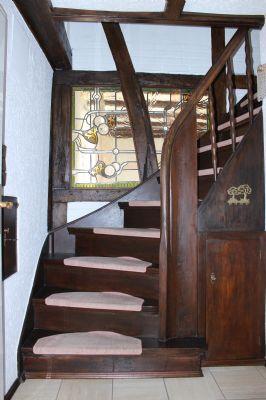 Treppenaufgang mit Bleiverglasung