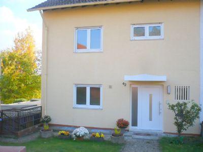 Hauseingang mit neuer Haustür und Sprechanlage