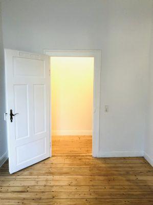 Stilvolle, vollständig renovierte 2-Zimmer Altbau-Wohnung mit Stellplatz I Bezugsfrei ab 01.02.2020