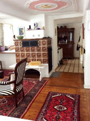 Kachelofen für wohlige Wärme im Wohnzimmer