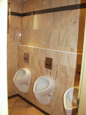 Marmor-Herrentoilette
