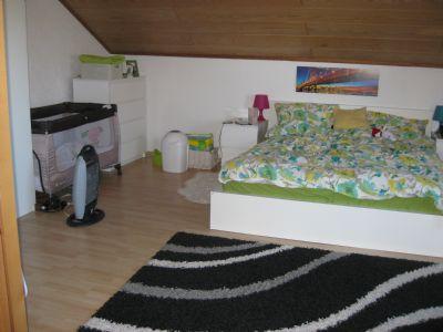 Schlafzimmer neben Wohnz.