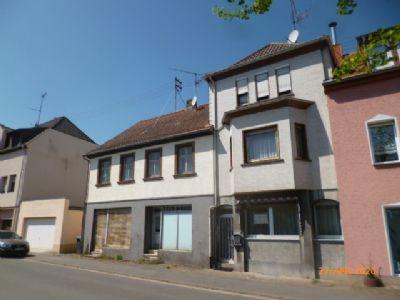 Wannemacher Immobilien **** Gepflegtes Reihenmittelhaus mit Garage und Abbruchreifem Nebengebäude in Quierschied-Fischbach ****