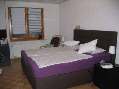 Schlafzimmer mit separatem Ankleidezimmer