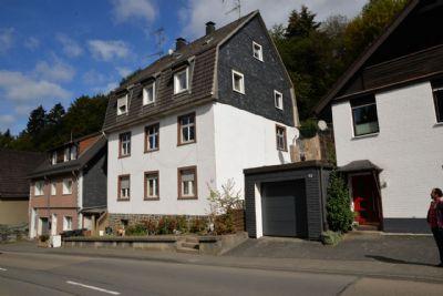 ein dreifamilienhaus in gummersbach mehrfamilienhaus gummersbach 2lm754z. Black Bedroom Furniture Sets. Home Design Ideas
