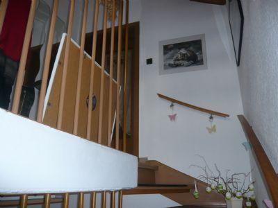 Treppe mit Eingang zur OG-Wohnung