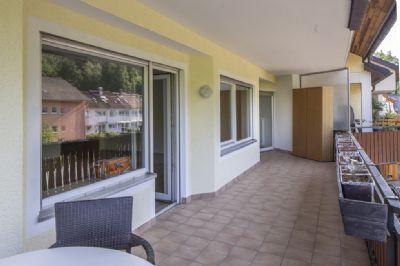 sehr sch ne 4 5 zi wohnung mit tollem gro en balkon in guter und idyllischer lage von lahr. Black Bedroom Furniture Sets. Home Design Ideas